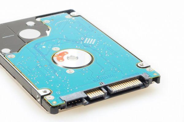 320 GB Festplatte | SATA3 | 2,5 Zoll | 5400 U/min | Slim